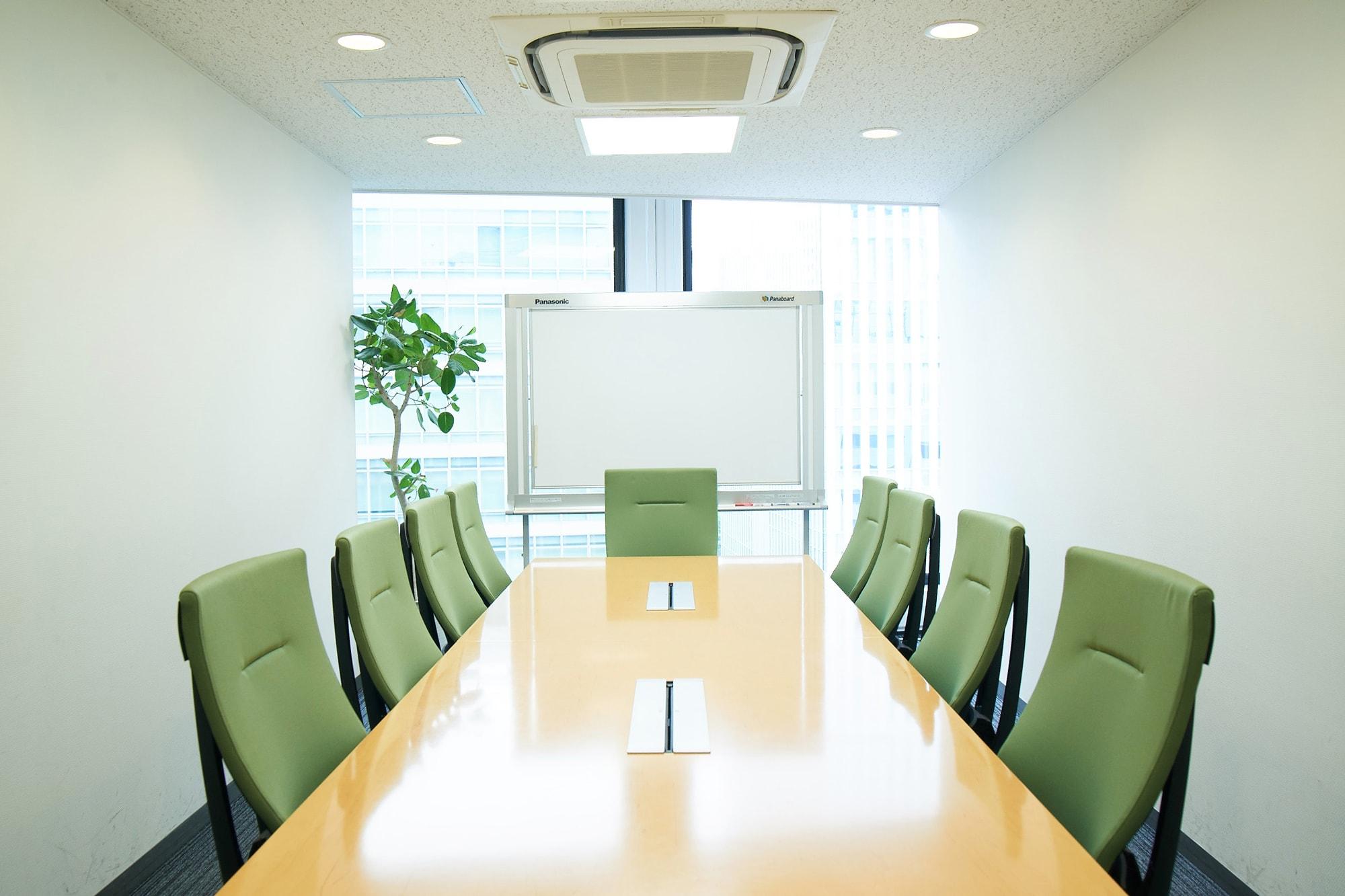 赤坂本部の7階、会議室。